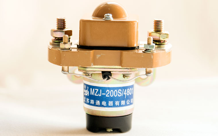 Closed Contact Chamber DC Contactor / Solenoid, Model MZJ-200S, Double Coils, Starting and Holding Coils, Low Heat Dissapation